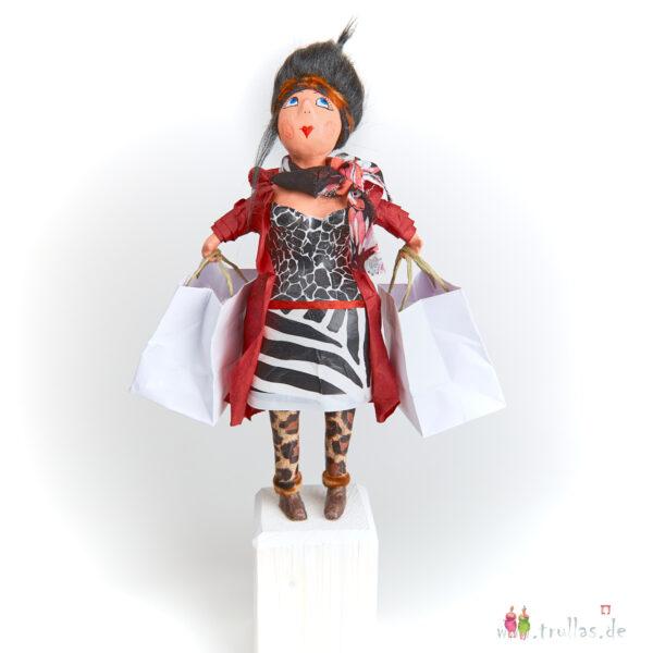 Shopping-Trulla - Flora ist eine handgefertigte Figur aus Pappmachee. Trullas sind Geschenkideen fur Menschen die handgemachte Kunst schätzen.