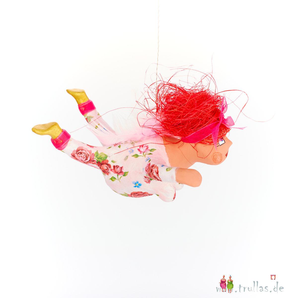 Schutzengelchen - Antje ist eine handgefertigte Figur aus Pappmachee. Trullas sind Geschenkideen fur Menschen die handgemachte Kunst schätzen.