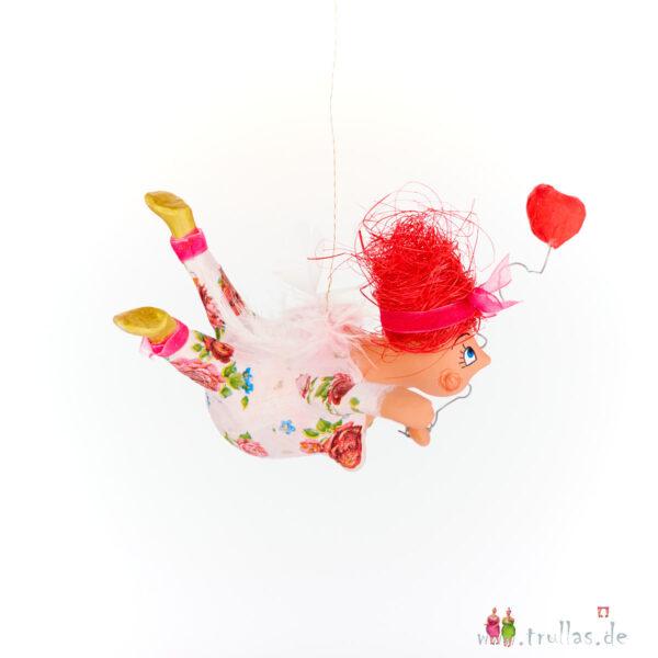Schutzengelchen - Lisa ist eine handgefertigte Figur aus Pappmachee. Trullas sind Geschenkideen fur Menschen die handgemachte Kunst schätzen.