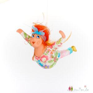 Schutzengelchen - Anna ist eine handgefertigte Figur aus Pappmachee. Trullas sind Geschenkideen fur Menschen die handgemachte Kunst schätzen.