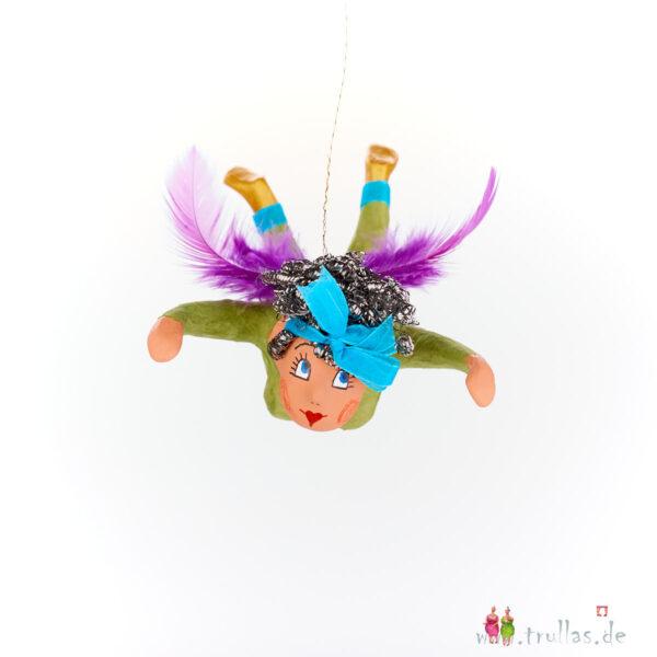 Schutzengelchen - Amelie ist eine handgefertigte Figur aus Pappmachee. Trullas sind Geschenkideen fur Menschen die handgemachte Kunst schätzen.