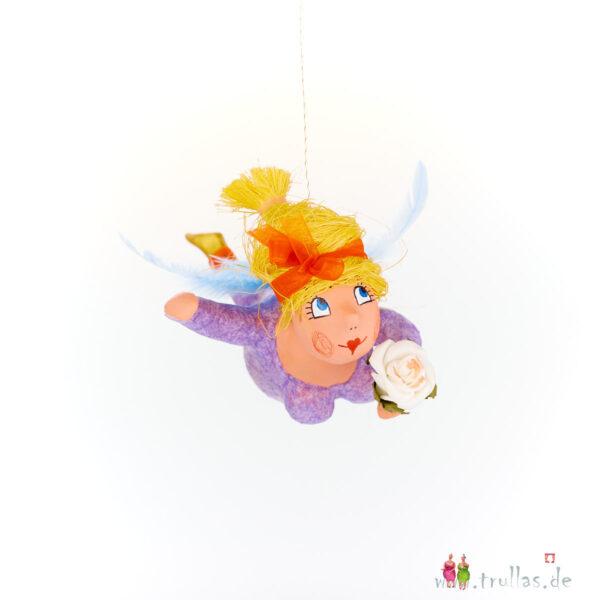 Schutzengelchen - Clara ist eine handgefertigte Figur aus Pappmachee. Trullas sind Geschenkideen fur Menschen die handgemachte Kunst schätzen.