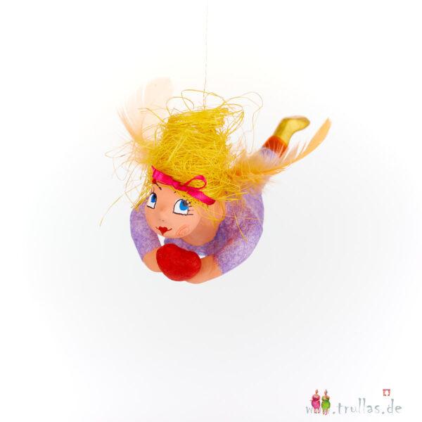 Schutzengelchen - Jara ist eine handgefertigte Figur aus Pappmachee. Trullas sind Geschenkideen fur Menschen die handgemachte Kunst schätzen.