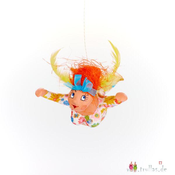 Schutzengelchen - Amanda ist eine handgefertigte Figur aus Pappmachee. Trullas sind Geschenkideen fur Menschen die handgemachte Kunst schätzen.