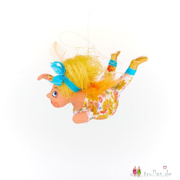 Schutzengelchen - Alicia ist eine handgefertigte Figur aus Pappmachee. Trullas sind Geschenkideen fur Menschen die handgemachte Kunst schätzen.