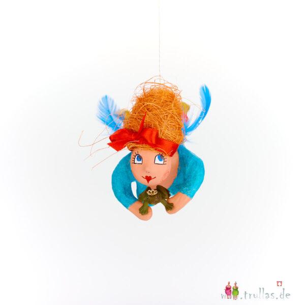 Schutzengelchen - Ramona ist eine handgefertigte Figur aus Pappmachee. Trullas sind Geschenkideen fur Menschen die handgemachte Kunst schätzen.