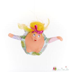 Schutzengel - Marta ist eine handgefertigte Figur aus Pappmachee. Trullas sind Geschenkideen fur Menschen die handgemachte Kunst schätzen.
