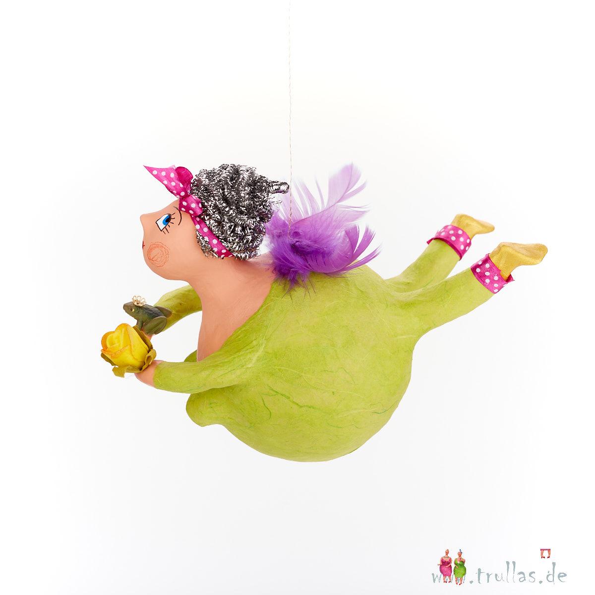 Schutzengel - Paula ist eine handgefertigte Figur aus Pappmachee. Trullas sind Geschenkideen fur Menschen die handgemachte Kunst schätzen.