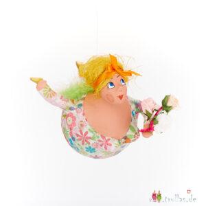 Schutzengel - Bettina ist eine handgefertigte Figur aus Pappmachee. Trullas sind Geschenkideen fur Menschen die handgemachte Kunst schätzen.
