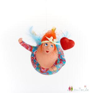 Schutzengel - Sandra ist eine handgefertigte Figur aus Pappmachee. Trullas sind Geschenkideen fur Menschen die handgemachte Kunst schätzen.