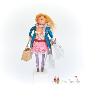 Shopping-Trulla - Gabi ist eine handgefertigte Figur aus Pappmachee. Trullas sind Geschenkideen fur Menschen die handgemachte Kunst schätzen.