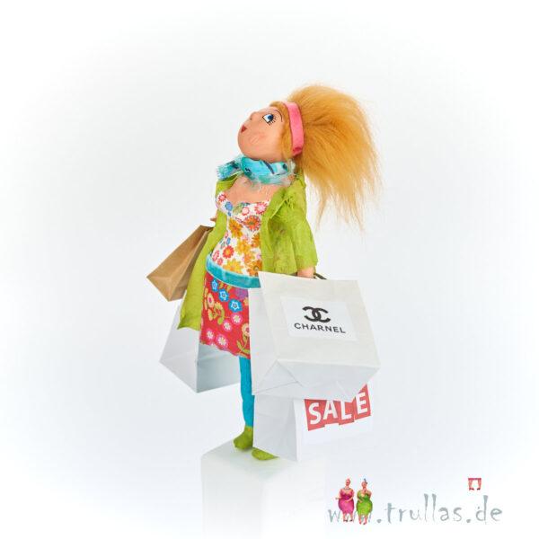 Shopping-Trulla - Merle ist eine handgefertigte Figur aus Pappmachee. Trullas sind Geschenkideen fur Menschen die handgemachte Kunst schätzen.