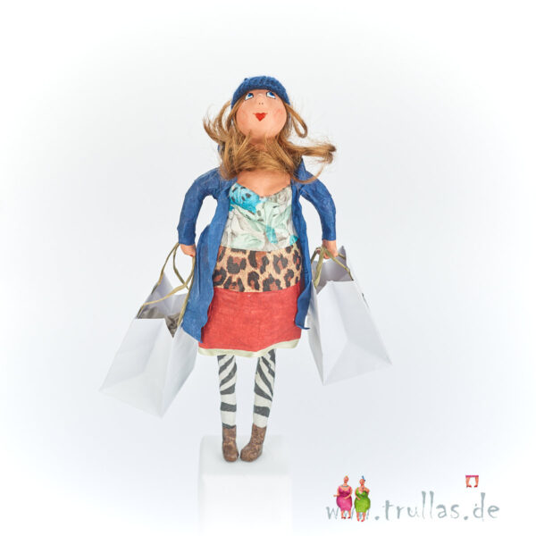 Shopping-Trulla - Katy ist eine handgefertigte Figur aus Pappmachee. Trullas sind Geschenkideen fur Menschen die handgemachte Kunst schätzen.