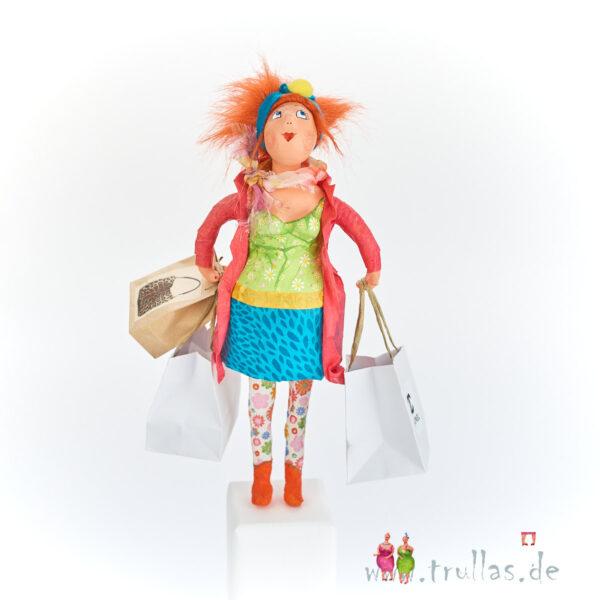 Shopping-Trulla - Jenny ist eine handgefertigte Figur aus Pappmachee. Trullas sind Geschenkideen fur Menschen die handgemachte Kunst schätzen.
